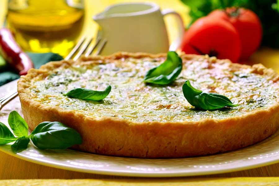 torta salata con spinaci e wurstel