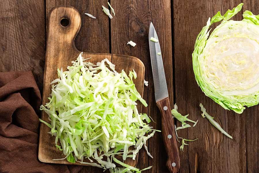 cavolo bianco per strudel con wurstel e crauti