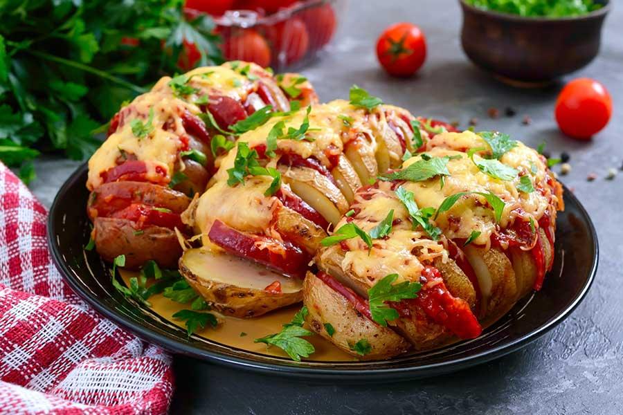 patate hasselback con salame piccante