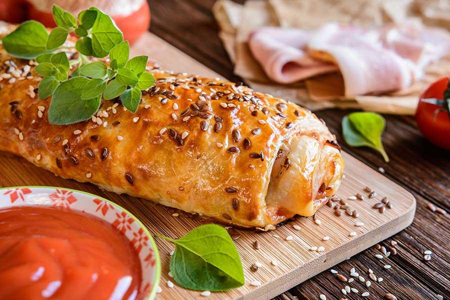 ricetta strudel mozzarella, zucchine e prosciutto scarlino